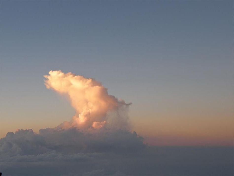 『雲から垂れる雨』 7年前に富士山でアルバイトをしていた時に見た景色。 : 『 Rain Drpping from Cloud 』7 years ago I was a part-time job in a Mountain Fuji Hut