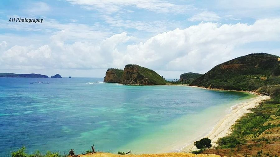 There are so many untouched paradise we have here Enjoying Life Nature On Your Doorstep Agus_harianto_photography Lombokbeach Livingthedream Check This Out Enjoying The Sun Swimming Travelling Sunshine Makelombokecotourism Snorkling Surfing Sea
