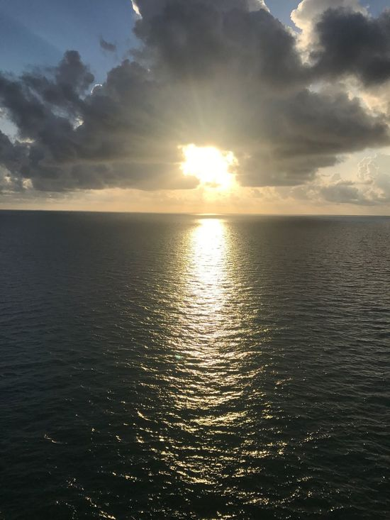 Sunlight Sun Is Shining Sun In Clouds Sunbeam Cloud - Sky Clouds And Sky Sunshine Sea Beauty In Nature Tranquility Tranquil Scene Sun Water Sky Horizon Over Water Reflection Ocean Photography Ocean Sea And Sky