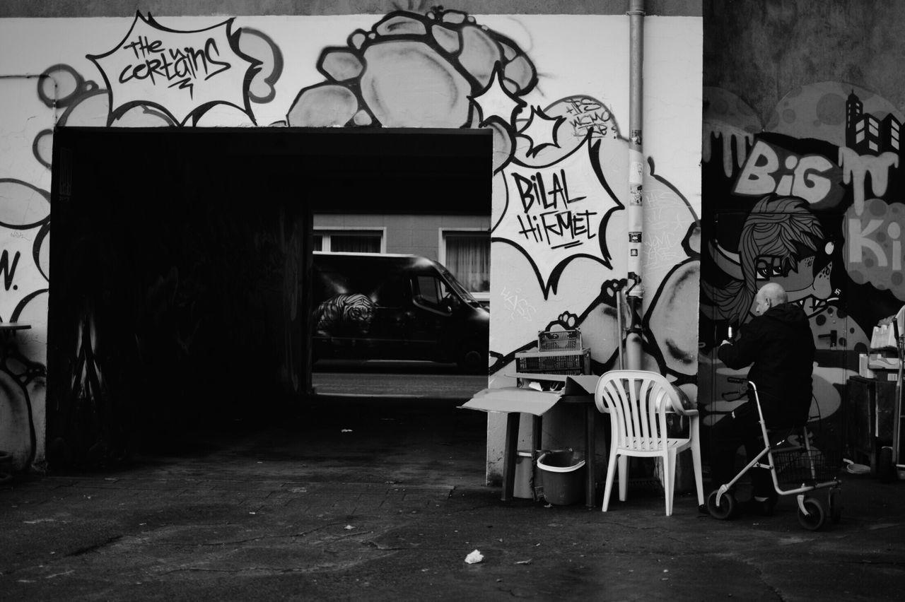 Hinterhofjargon. Nikon NIKON D5300 Nikonphotography 35mm Showcase: January EyeEm Best Shots - Black + White Eyem Best Shots - Black + White B&w Street Photography B&w Photography Blackandwhite EyeEm Best Shots - The Streets Streetphotography Eyeforphotography TheWeekOnEyeEM Graffiti Street Art/Graffiti Streetart EyeEmStreetshots People Photography Peoples EyeEm Best Shots - People + Portrait Photography I Love My City Ruhrgebiet