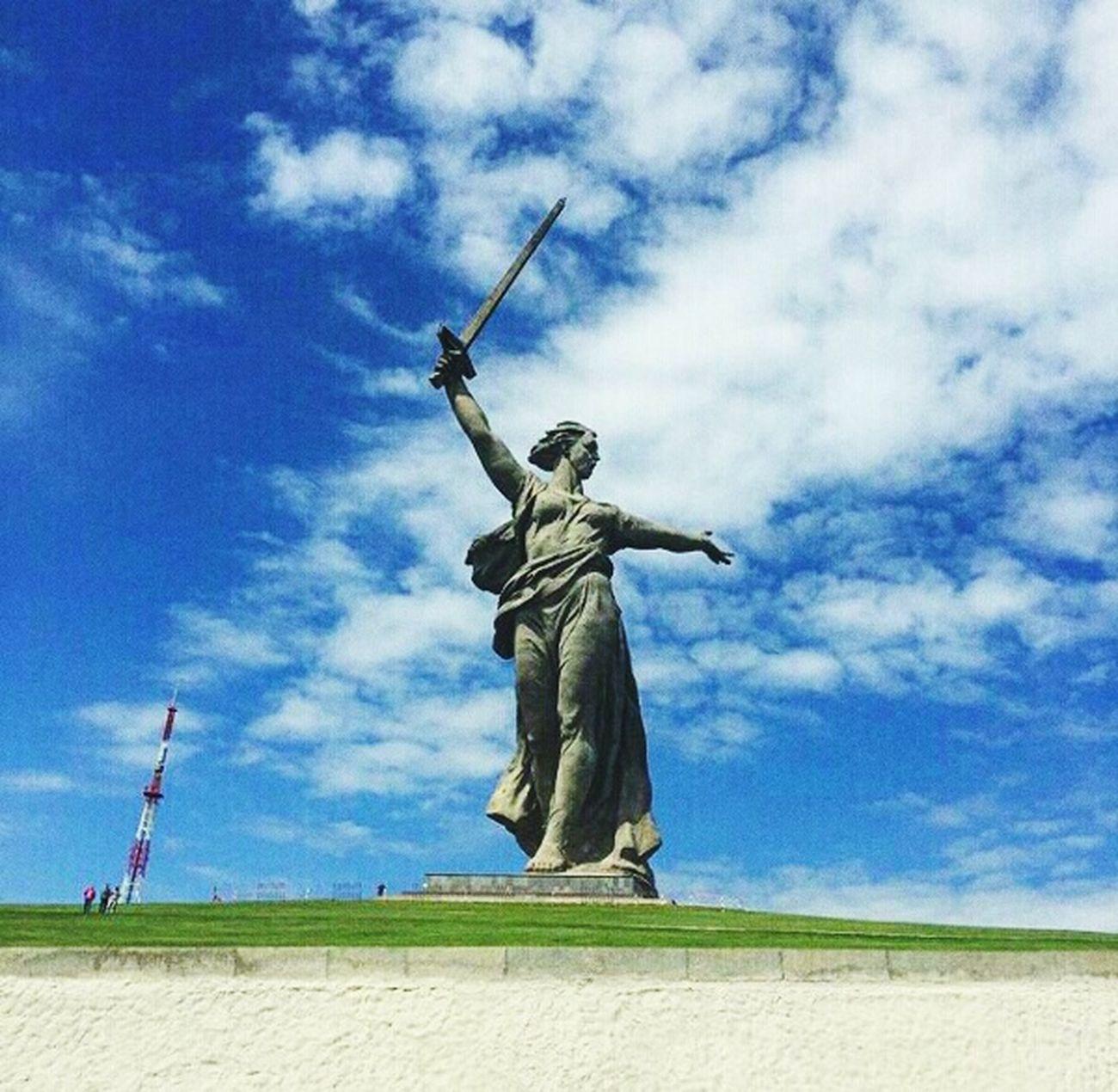 😎🔥💪☝⛅🗽🔝 Statue Sky Cloud - Sky Travel Destinations Sculpture Agriculture Walk Family 2017 Sunny Spring Volgograd Oblsat Happiness Lifestyles Volgograd Russia Mamaev Kurgan Motherland May Travel First Eyeem Photo
