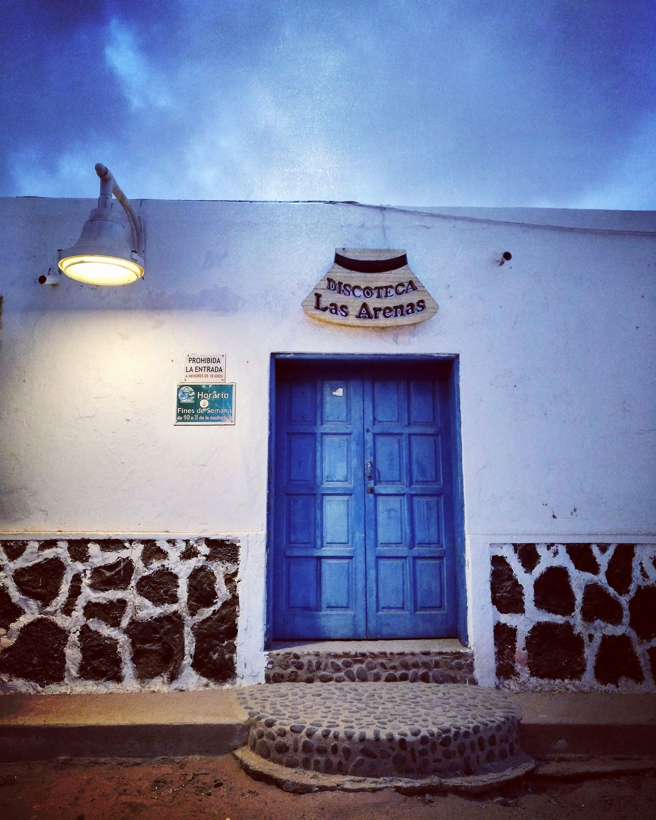 Camping La Graciosa Mai 2017🏜🌋 Door Blue Blue Hour Building Lamp Light Sky Disco Discotheque Discothek Club Clubbing Disco Time Disco Fever Party Party Time Techno Night Evening SPAIN OVER 18 Building Exterior Architecture Moments La Graciosa Place Of Heart The Street Photographer - 2017 EyeEm Awards