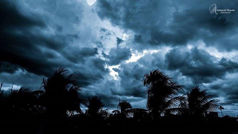 rainy days+dark clouds=sleepy days.. Instaclouds Natureporn CloudLife Iskygram Skylovers Naturesbeauty Ig_sky _soi Cloudgram Cloudyday Rain RainyDays Instalike Instagood Picoftheday Instadaily Instapicture Likes4likes Follow4follow Indiaclicks Indianphotography Indiagram Darkclouds Clouds Nikon_photography indiapictures india_everyday