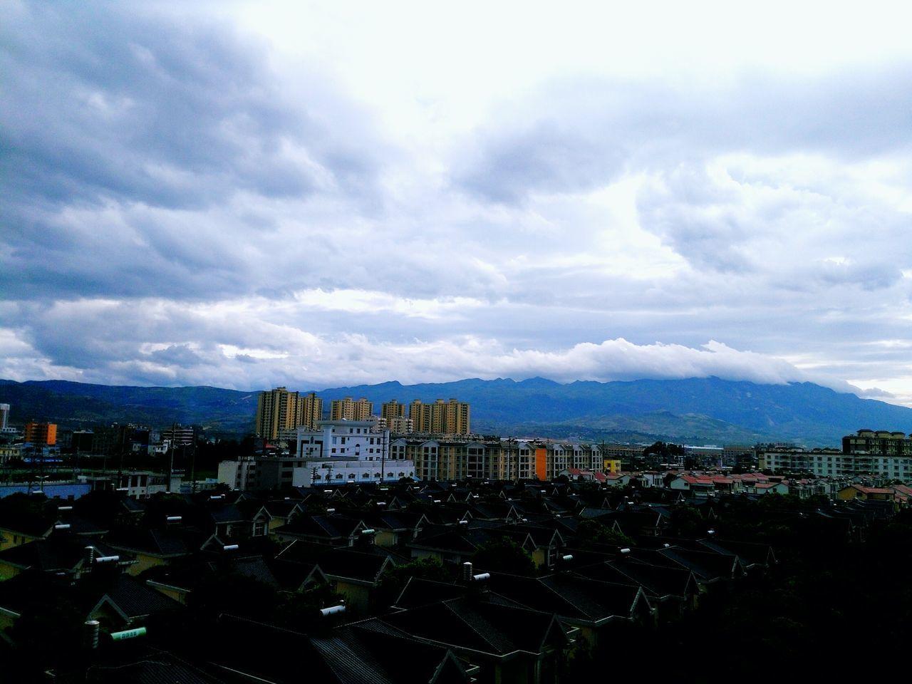 最喜欢在彩云之南看云,眨眼都觉得错过好多风景