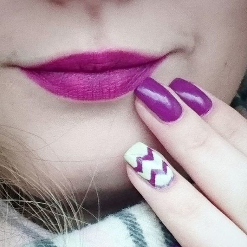 Not a perfect match, but still looking awesome together! Essie Essence Flowerista Velvetmatt040 Lipstick MatteLips Essiedeutschland Essiepolish Essieaddict Essienistas Pruesgang Nailpolish Chillato