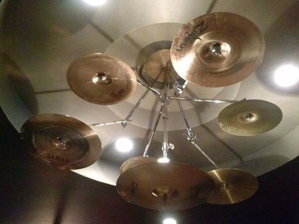 Cymbals, lights, action!