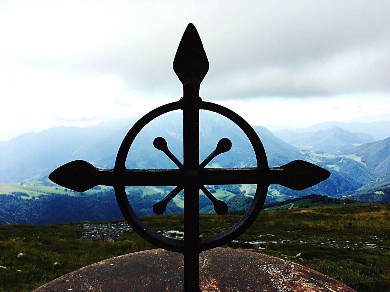 Giudizio Universale Escaping Mountain Orobie Capanna 2000 Nuvole Croce Altare