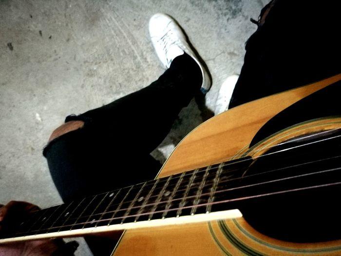 #music #guitarra #vida Music Guitar Musical Instrument Indoors  Human Body Part Musical Instrument String Close-up