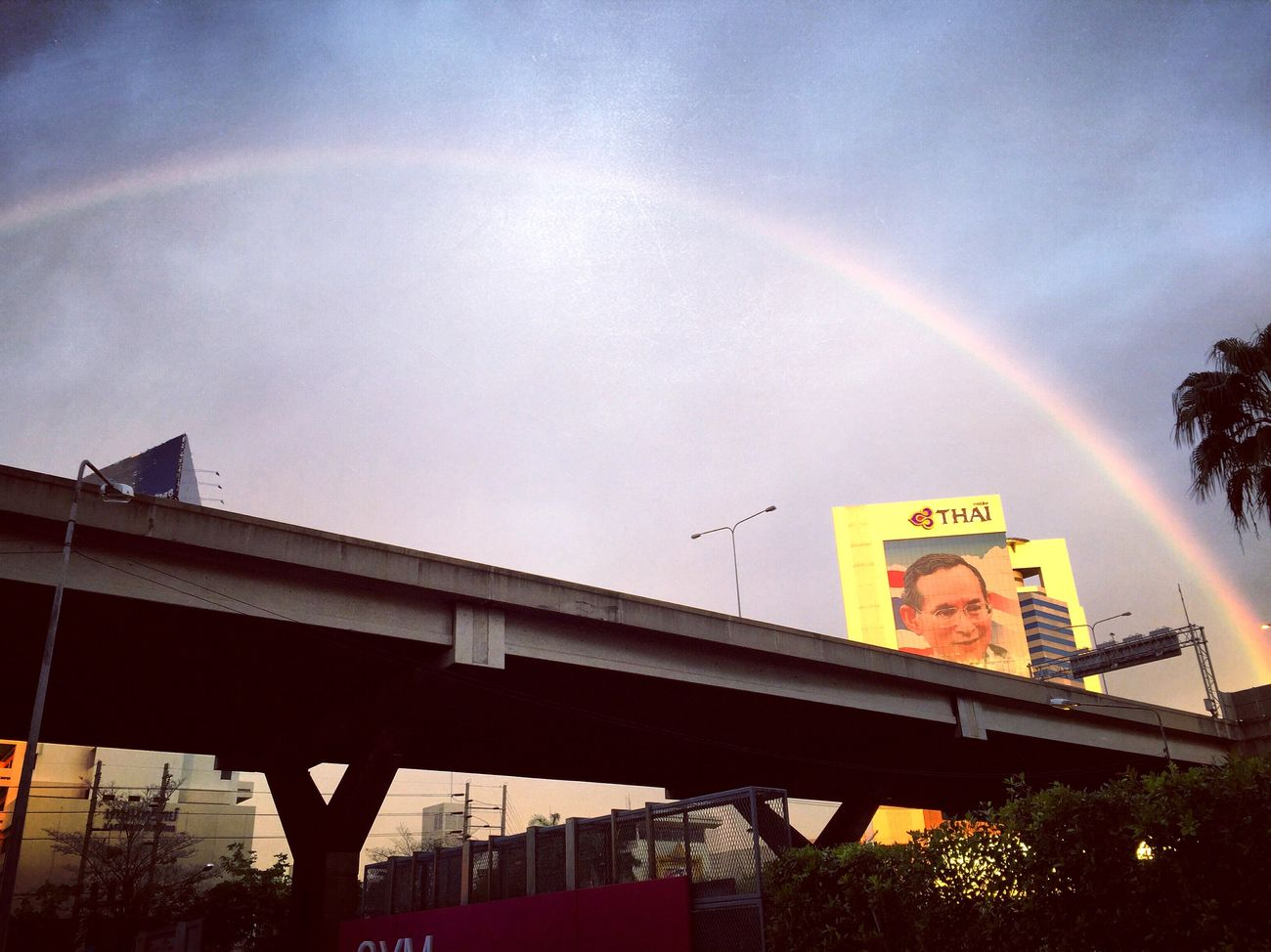 The King and Rainbow 🇹🇭🇹🇭🇹🇭🌈🌈🌈❤️ Somewhere Over The Rainbow After The Rain Rainbow King Thailand Long Live The King