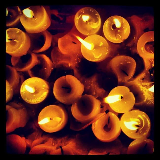 Pedi dos e Promessas. Candles Candle Candle Light Religion Religions Fade