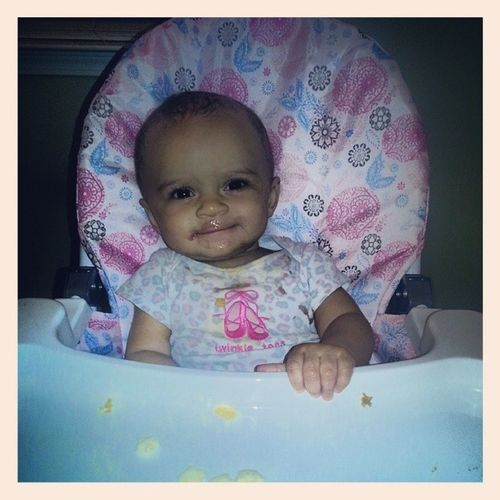Her highchair finally came in the mail today & she ♥s it! Babygrowinup Kamrynnoelle