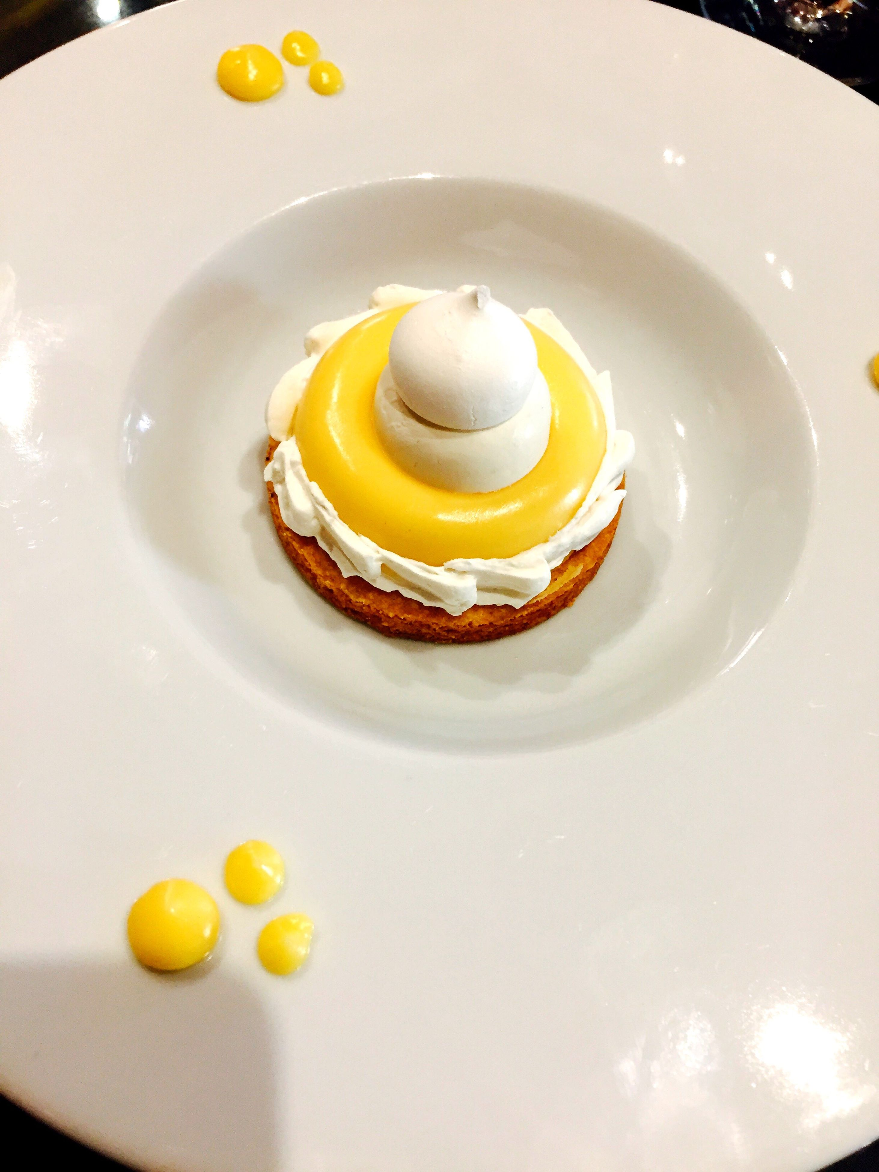 plate, food, food and drink, ready-to-eat, yellow, sweet food, egg yolk, serving size, close-up, freshness, indoors, no people