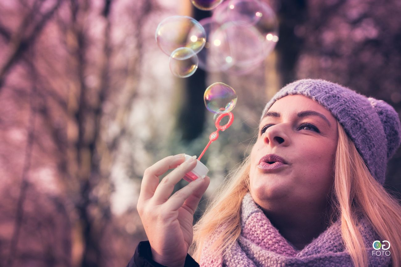 Winter Cold Temperature Bubble Blowing Women Fun Females Beauty Tree Beautiful People Nature Blond Hair Portrait Photography Germany Adult Enjoying The Sun