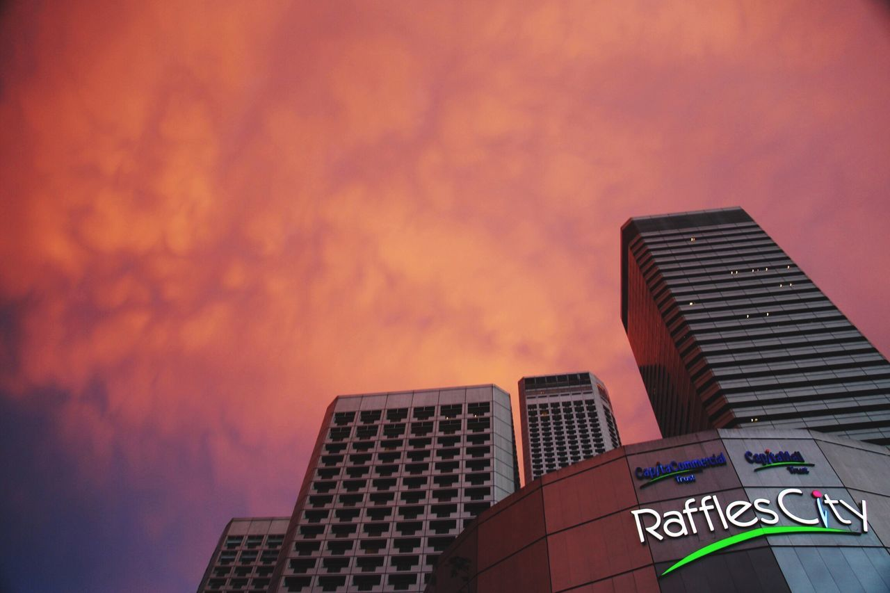 Sunset in the city of Singapore no editing of the sky Architecture Building Exterior Skyscraper City Outdoors Modern Sky Day Built Structure No People Industrialisés Urban Orange Sky Color Colorfull Vivid EyeEmNewHere