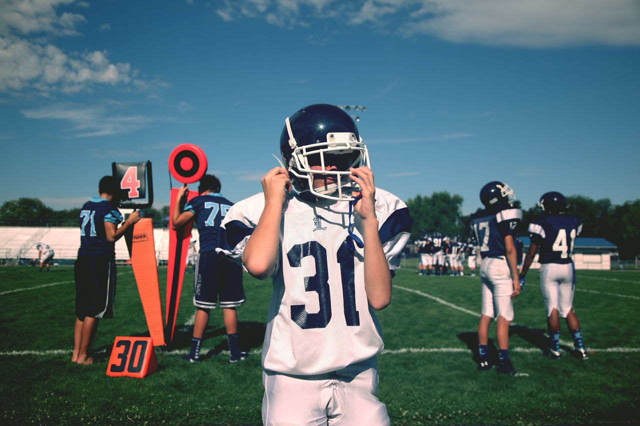 Beautiful stock photos of school, 16-17 Years, American Culture, American Football - Sport, American Football Player