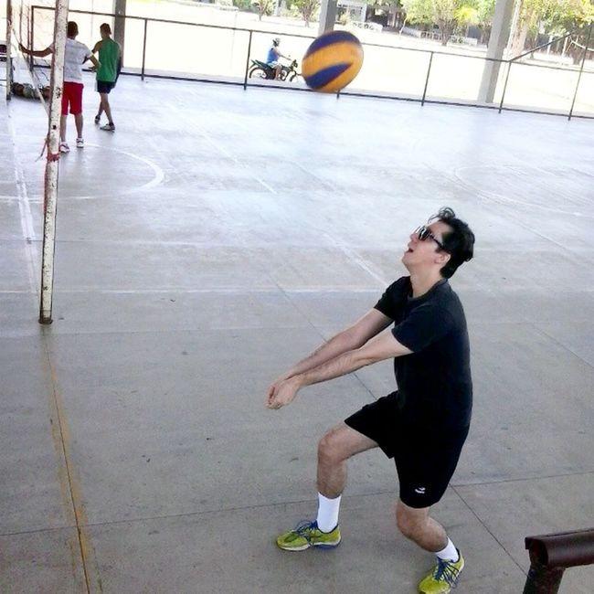 """Ontem foi dia de """"aula"""" de vôlei segundo @gfit_systems Passo """"1 - Um pega..."""" VôleiRR VôleiRoraima Vôleidequadra Voleibol Frv Cbv Fivb Cbvôlei Esporte Tenis Tênisvôlei Mizuno Mizunovôlei Mizunorr Mizunobr Mizunovolley Mizunovolleyball"""