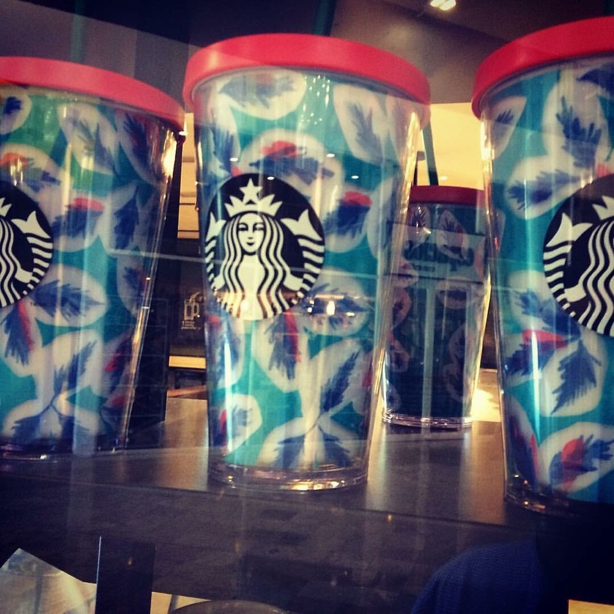 Multicoloured Reflection Indoors  Coffee Coffee Cup Coffee Break Coffee - Drink Coffeeaddict Coffeeaholic CoffeeAddiction Coffeecup Coffeeculture Starbucks Starbucks ❤ Starbucks Coffee StarbucksMexico Starbuckscup