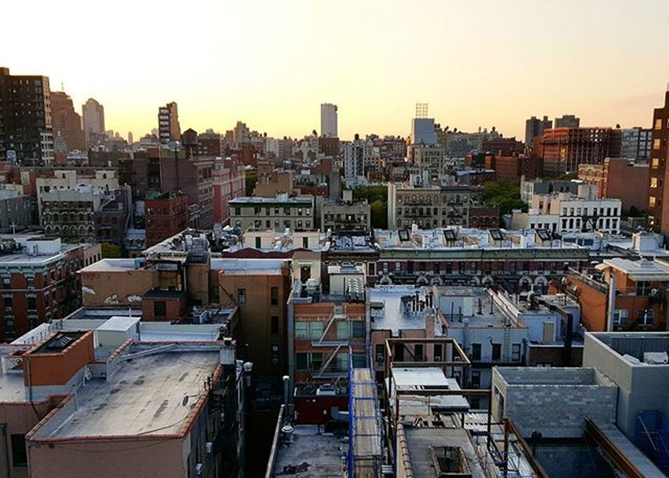 🔝 Ignyc Igny Newyorkcity NYC Newyork Streetphotography Peoplescreative Gameoftones Illgrammers Shoot2kill Justgoshoot Instagood Cityliving Vscocam Vscogram Rooftop Lowereastside LES