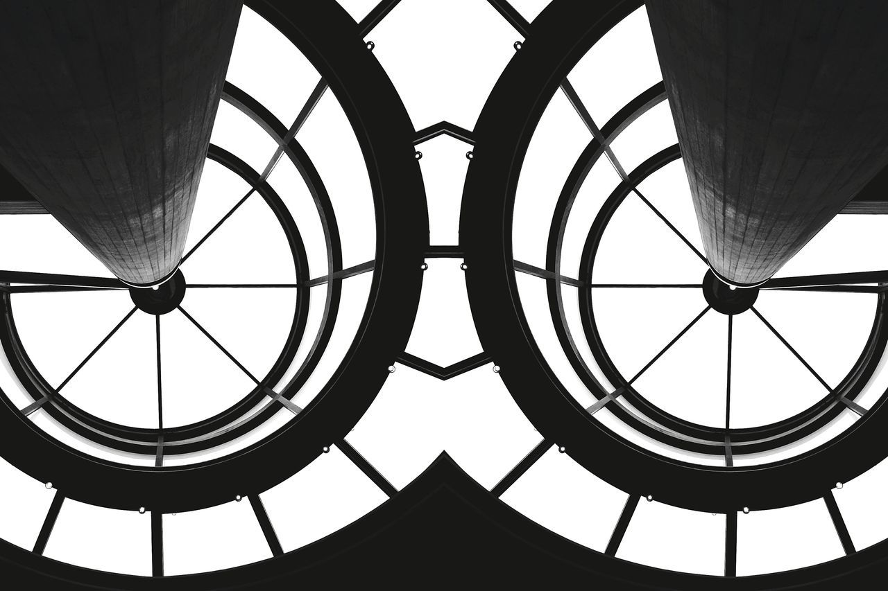 Look into my eyes Sunday_flip 180° Getting Inspired Urban Geometry Open Edit Tadaa Community Architectural Detail NEM Architecture EyeEm Best Edits Learn & Shoot: Leading Lines Abstract