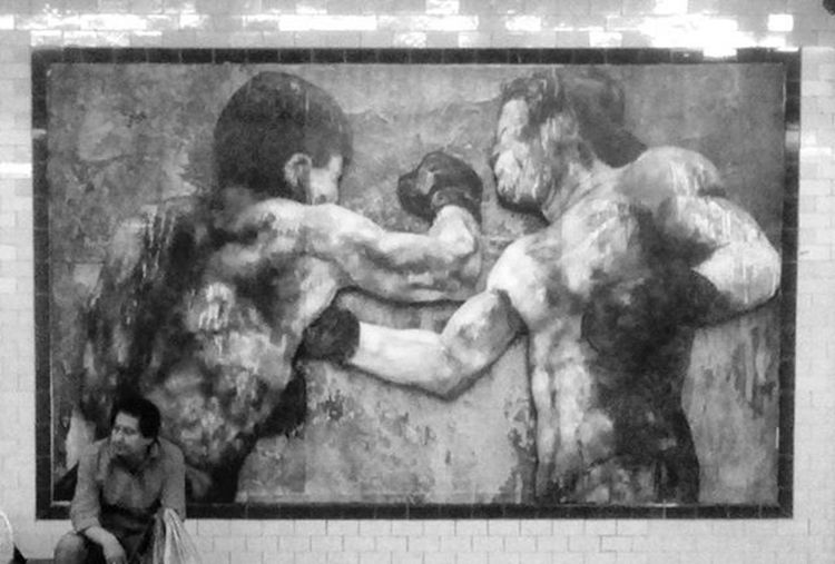 SubteA Buenosaires Caba Blancoynegro Blackandwhite Blacknwhite Blacknwhite_perfection Blackandwhitephotography Blackandwhitephoto Arte Pintura Art Arts Artsy Boxer Boxeador Mural Murals Trabajador Subway Metro Argentina Ig_argentina Ig_buenosaires
