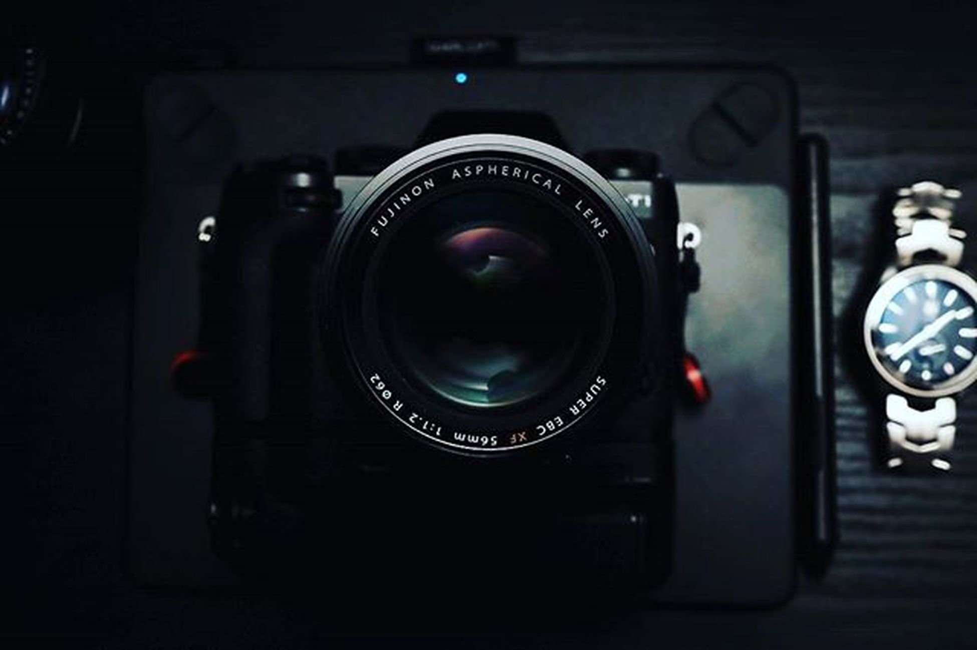 Just wanna go shoot... Sunday portrait session anyone? Rainraingoaway  Moodygrams Create LateNightArt Fujifimxt1 56mm Classicchrome Wacom Tagheuer Gear