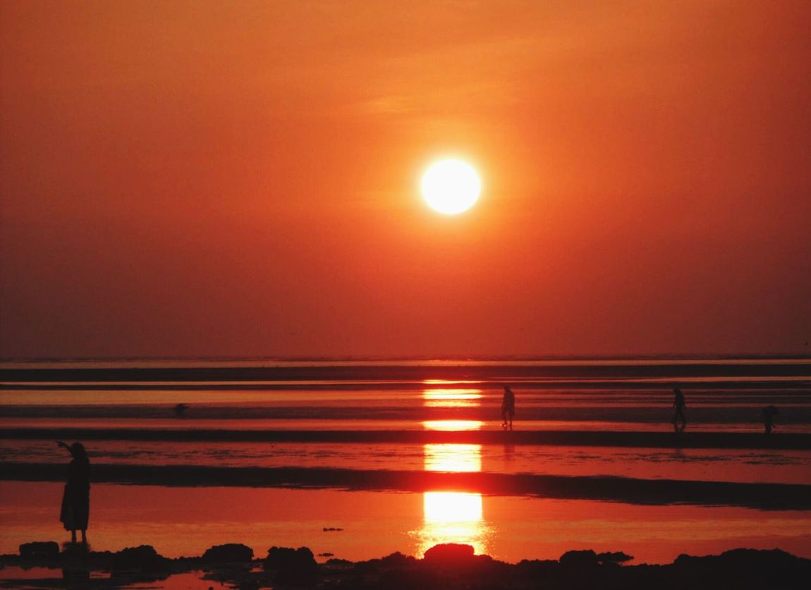 Check This Out amazing Sunset in Chapora Goa India Sea Water Reflections Sun Cockle Pickers