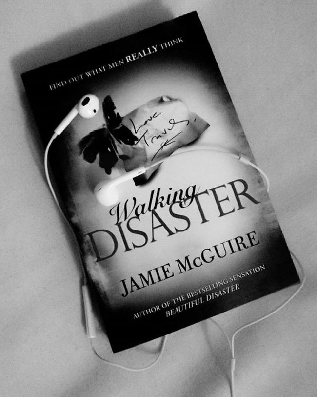 Somethong I could be busy about :) Back to the old me Readingbooks Listeningtomusic Happyme Booklover Walkingdisaster  JamieMcGuire Collection ♡