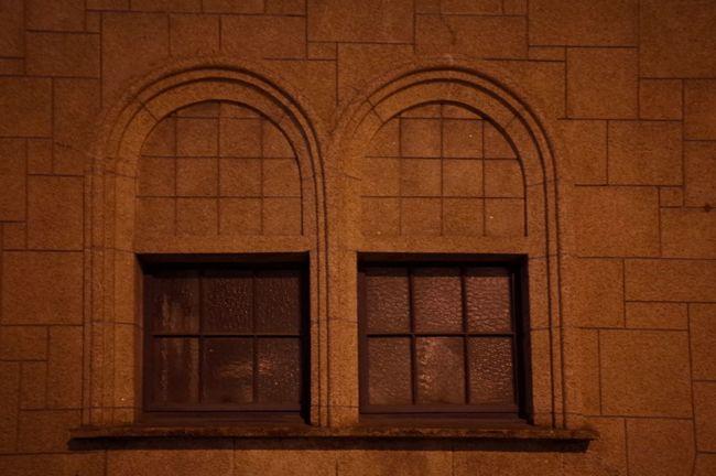 窓の向こうに... Through The Window Window Streetphotography