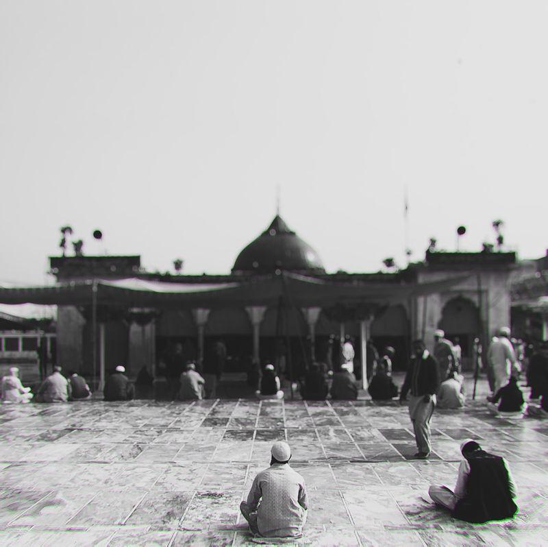 """Islam is to surrender your heart to your Lord and not to harm anyone."" - Khwaja Muhammad Effendi al-Yaraghi (قدس الله سره) At the Shrine of Sufi Saint Hazrat Ali Hajvery Jummah Mubarik! #shotoniphone Lahore Pakistan Islam Sufi Mosque"