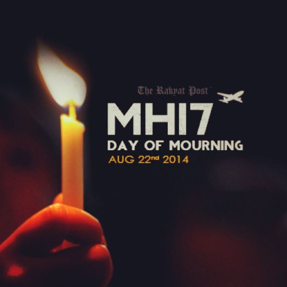 MH17 Malaysiamourns Mourning Onemommentofsilence ....may their soul rest in peace...