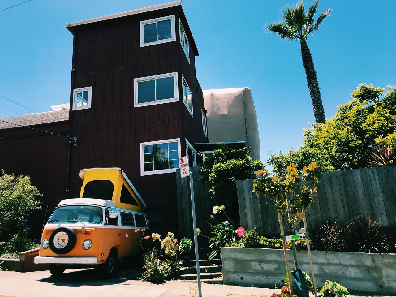 California color palette 🎨 // VW Bus Architecture Building Exterior Built Structure Car Land Vehicle Transportation Day Tree Outdoors No People City Sky