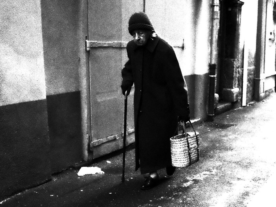 Noir Et Blanc Architecture Blackandwhite Day Full Length One Person Outdoors People Real People Senior Adult Street Photography Streetphotography Warm Clothing