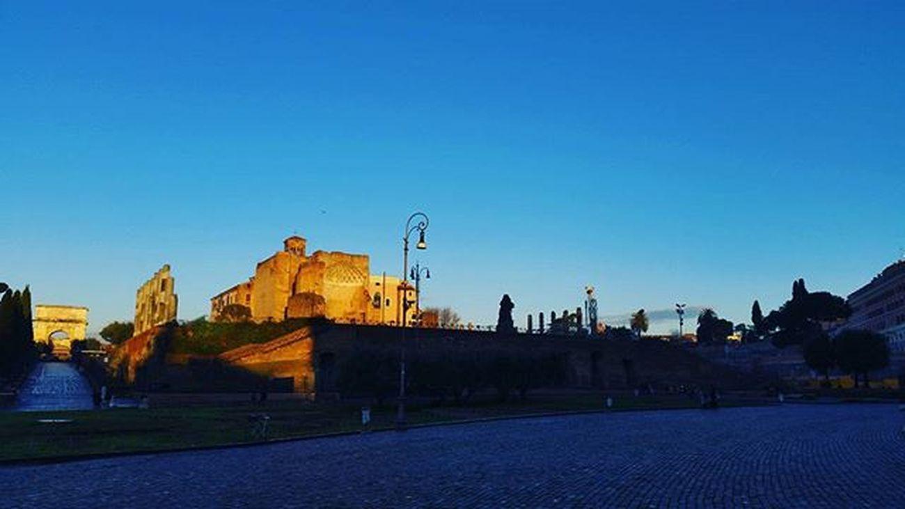 Dettaglidiroma LOVES_ROMA_ LOVES_LAZIO_ LOVES_UNITED_LAZIO Loves_lazio Loves_united_roma Loves_roma Igersroma Visitroma Myrome Lazioisme Igersitalia Volgoroma Volgoitalia Bestlaziopics Bestitaliapics Rionideroma Visititalia Earth_escape Mylittleitaly Cometorome Morning Rome Sunrise Sun sky italy