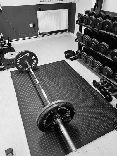 Indoors  No People Close-up Night Powerlifting Weights Weight Plate Barbell Gym Strength Strength Training Lifting Weights Deadlift Deadlifts Deadlifts And Squats Powerlifter
