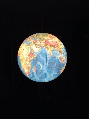 Minuit à La Maison Globe Monde en suspens Destination Darkness Endless Possibilities  Darkness And Light World Blue Eyeemworld Freedom Hello World