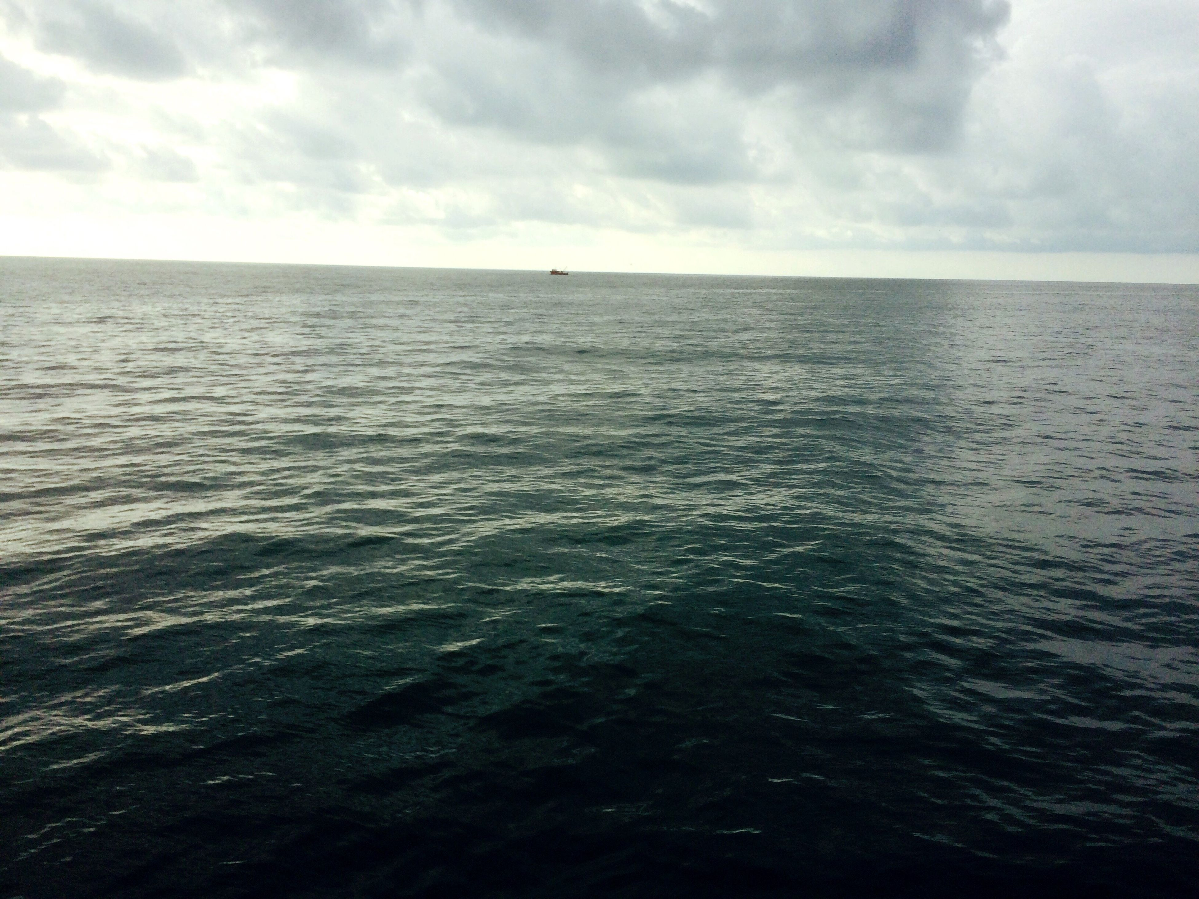 sea, water, horizon over water, beauty in nature, nature, tranquil scene, scenics, tranquility, sky, rippled, no people, waterfront, outdoors, day