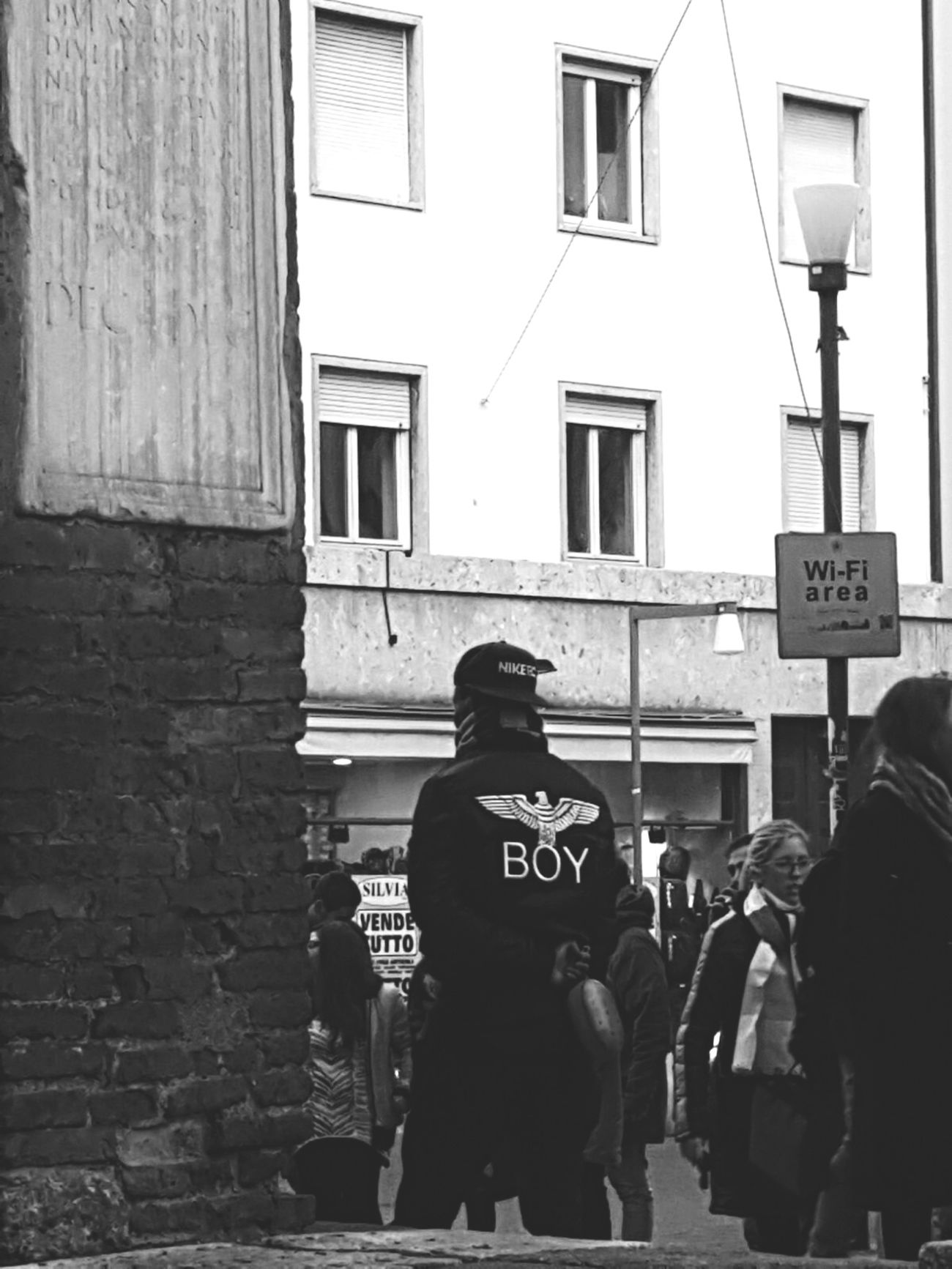 Block Real People Outdoors City People EyeEm Gallery Eye4photography  Milan People Photography My Point Of View Building Exterior Street Photography Streetphoto_bw Street Street Life Streetphotography Eye4photography  Milano Street Portrait Urban Exploration Urban Lifestyle Urbanphotography