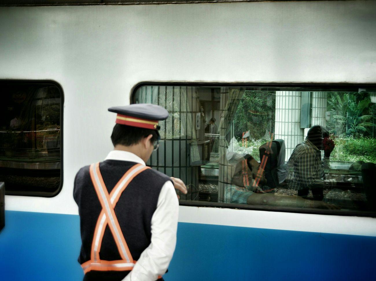 準點 on schedule What I Saw The View And The Spirit Of Taiwan 台灣景 台灣情 Portrait Train Streetphotography