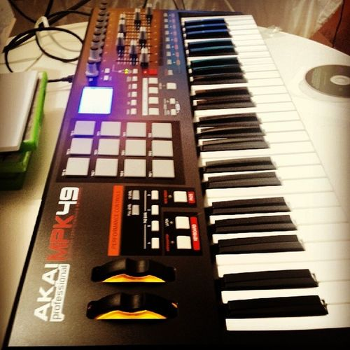 Newest addition to the Peters studio. MPK49 Piano Drums Mixer fl ableton studio