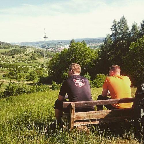 Männer, die ins Grüne starren. Latergram Männertagsverlängerung2015 Draußenzuhause Eisenach thüringerwald thuringia