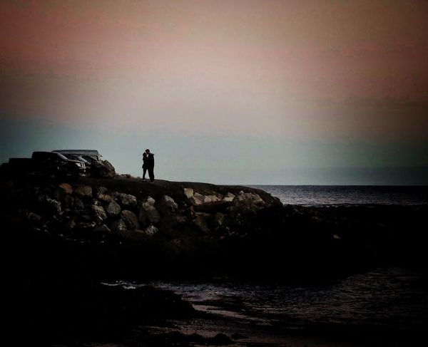 People Watching EyeEm Nature Lover Sea And Sky Takingphotos Beach Everyday Lives Kiss Rocks Intimate Moments Water_collection Peoplephotography Sky Skyporn