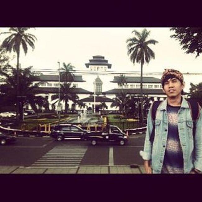"""AKANG"" wanna be WaktuItuu EdisiWestJava Bandung Parisvanjava Gedungsate Landmark Cityicon Ieamisme"