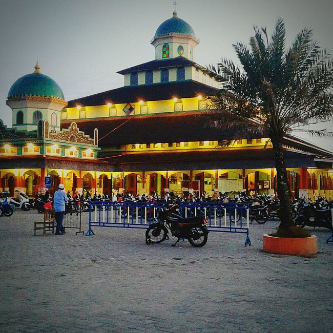 Relegion Muslim Samsungphotography Nice View Good Place Samsung Galaxy Grand Sky Hello World Hi! Taking Photos Nice Day Nice Mosque Samsungphoto INDONESIA Banjarmasin Wow!! Wow That's So Cool !! Take Photos Helloworld Hello Goodplace .