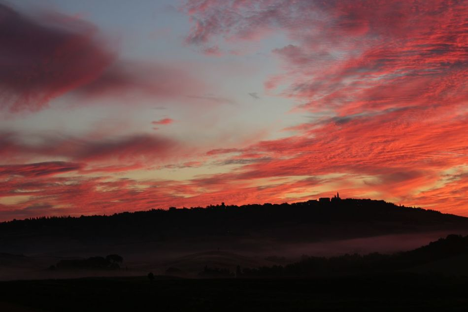 Dawn in Pienza, val d'Orcia, Tuscany. No filter, real colors. Pienza (toscana) Clouds Light Sky Landscape Tuscany Colors Colored Sky No Filter Dawn Amazing Landscape Clouds And Sky Breathtaking View Hello World Val D'orcia Nature Lights And Shadows Darkness And Light Fog Hills Atmospheres Country Countryside Coloured Dawn Profile Picture