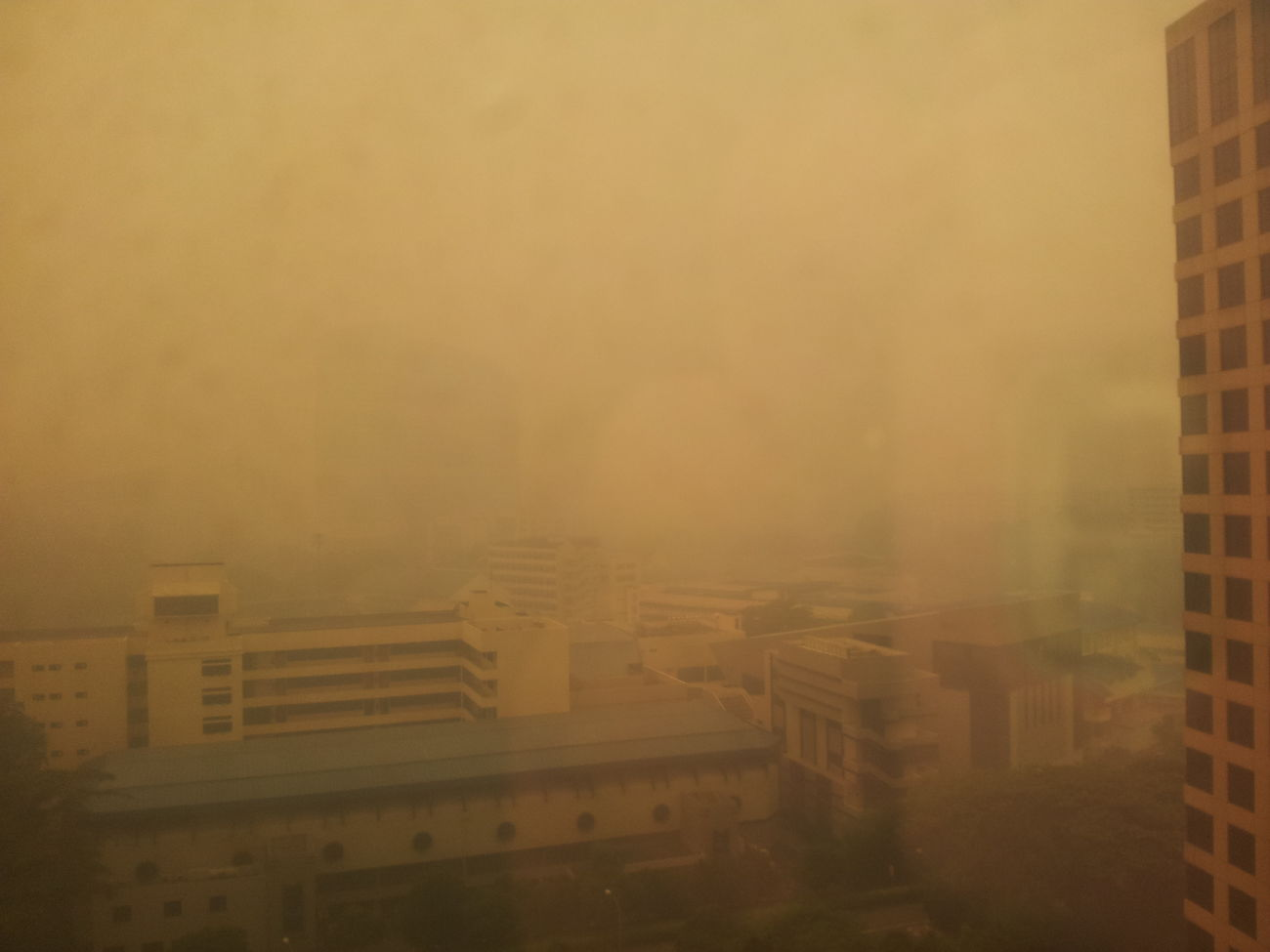 PSI read 367 at 11am. The country is in a crazed rush for N95 masks. Weather Pollution Sky_collection Unfiltered