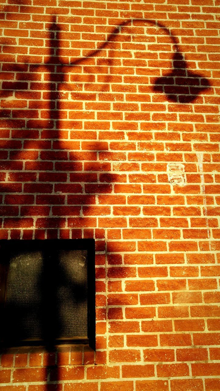 brick wall, built structure, shadow, building exterior, architecture, outdoors, day, no people, city
