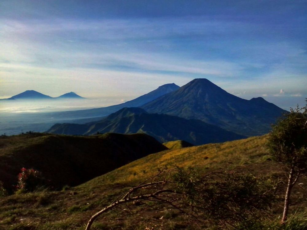 Looking Into The Future Exploring New Ground Mountain View BeautyfullIndonesia Indonesia_allshots Dieng Indonesia