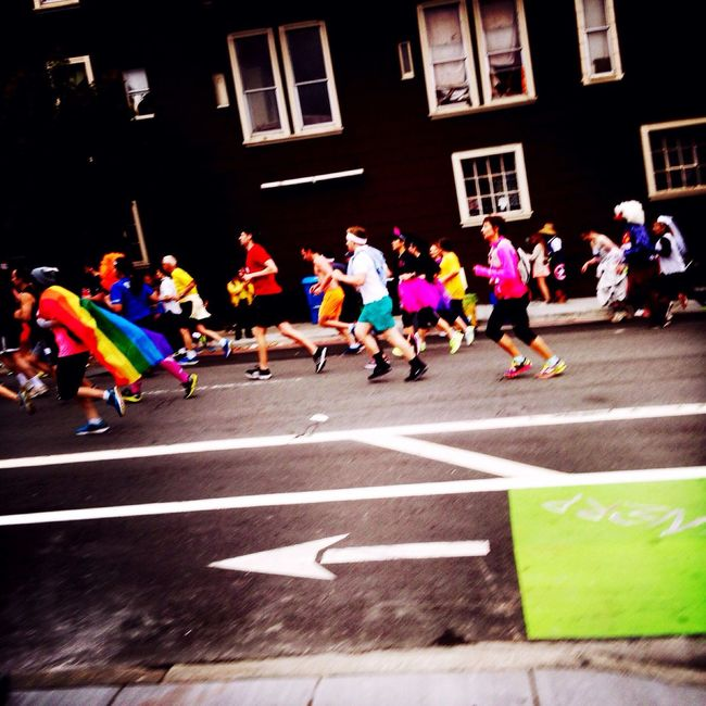 Snapshots Of Life San Francisco California Bay To Breakers Baytobreakers Streetphotography To Ocean? This way... Running Sports Motion Sport In The City Alternative Fitness Need For Speed