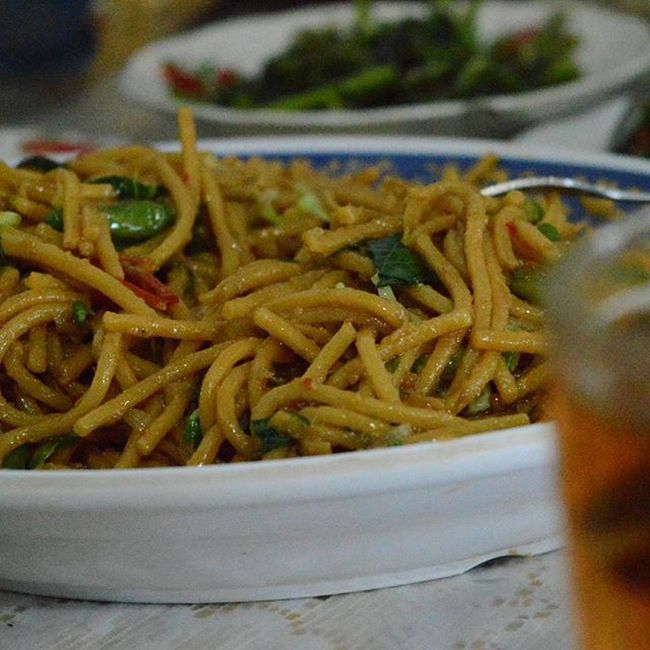 Oiled noodles fried - with spicy seasoning and raw little green chili, best food for night rainy day...Makan Makanan Makananindonesia Masak Masakan Masakanindonesia Kuliner Kulinerindonesia Tukangmasak Citarasaindonesia Chef Koki Food Foods Foodie Foodies Foodphotography Foodstagram Foodgram Eat Eats Eating Culinary Cullinary Cook  cooking cuisine pariwisata sumaterautara