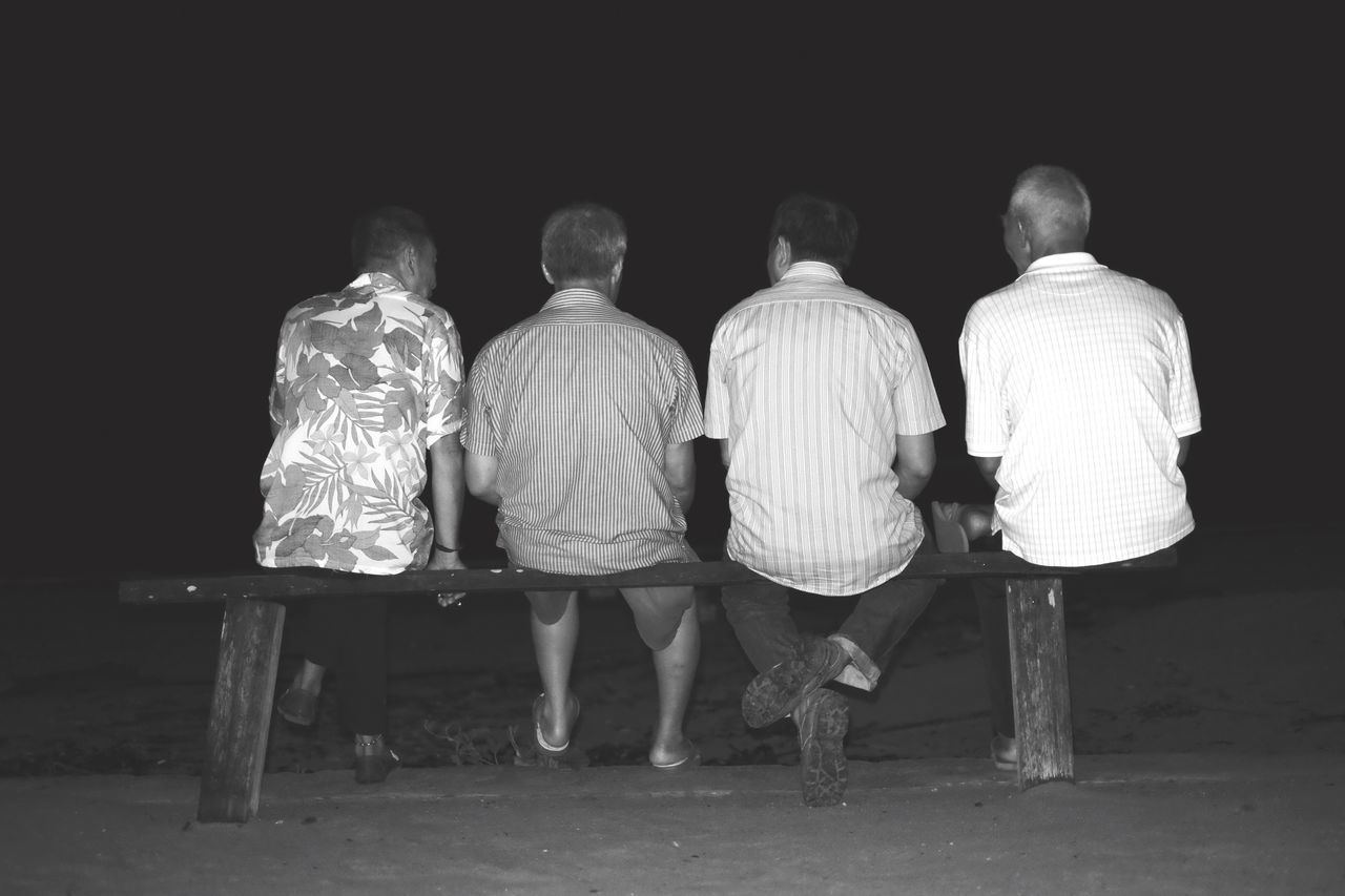 4 musketeers. Fujifilm X-E2 Portrait Old Man Nightphotography Beach Human Friends Friendship Relaxing Chitchat Life